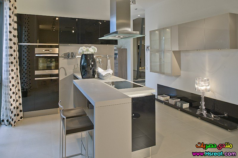 3. Black High Gloss Acrylic Island Kitchen.jpg