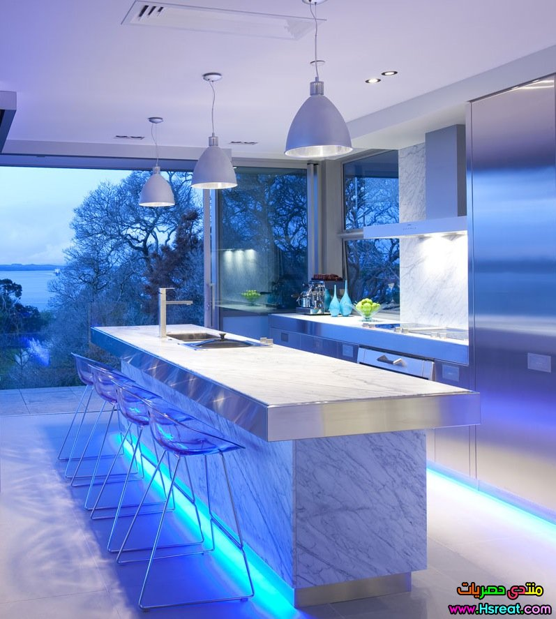 blue-highlighted-modern-kitchen.jpg