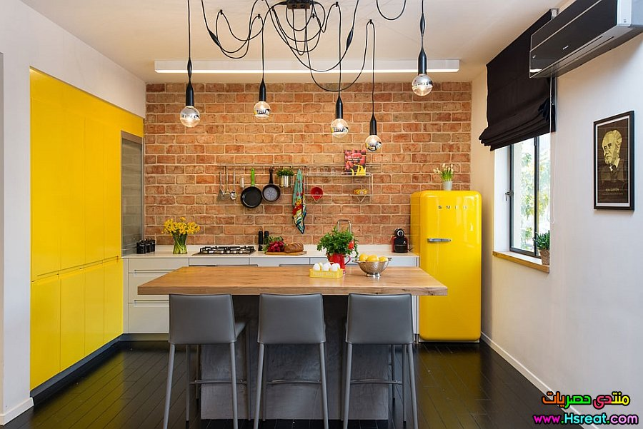 Brilliant-pops-of-yellow-in-the-small-kitchen.jpg