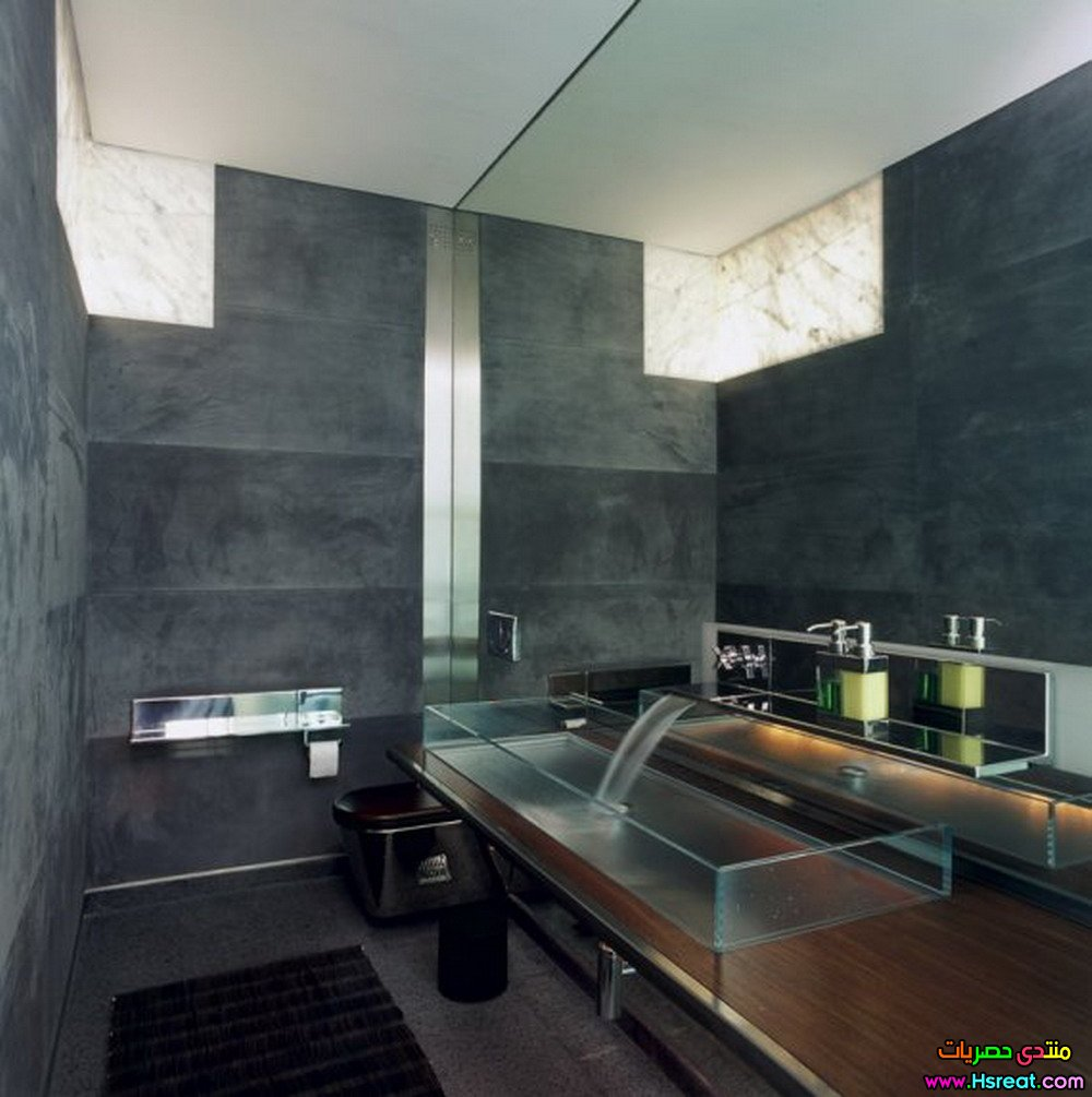 contemporary-interior-bathroom-gray-wall.jpg