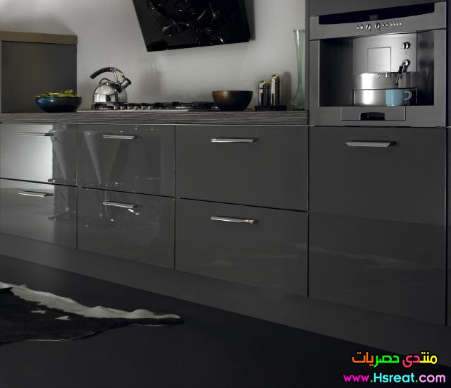 dark_grey_gloss_kitchen.jpg