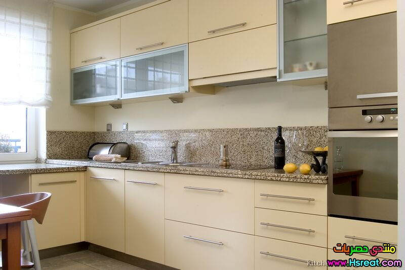 kitchen-cabinets-modern-cream-antique-white-022-s3393261.jpg